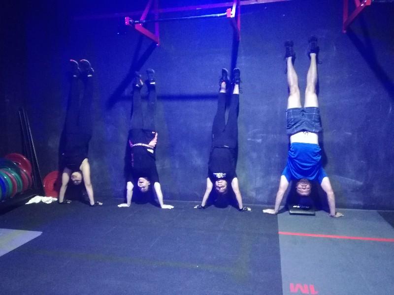 Fitness-Edge-Handstand