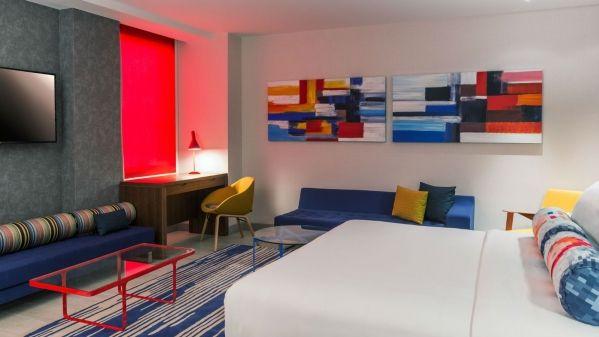 Aloft-Al-Ain-Breezy-Suite-Bedroom_1600x900