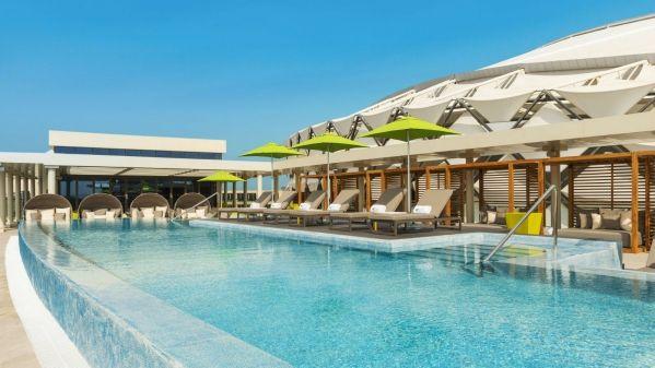 Aloft-Al-Ain-The-Rooftop-Splash-Pool_1600x900