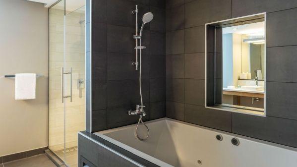 Aloft-Al-Ain-Ultra-Savvy-Suite-Bathroom_1600x900